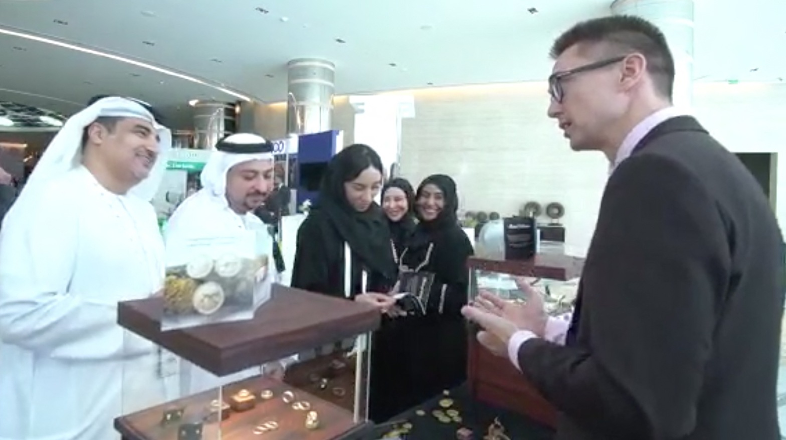 RetinaJewelry exhibiting in Abu Dhabi, explaining to committee