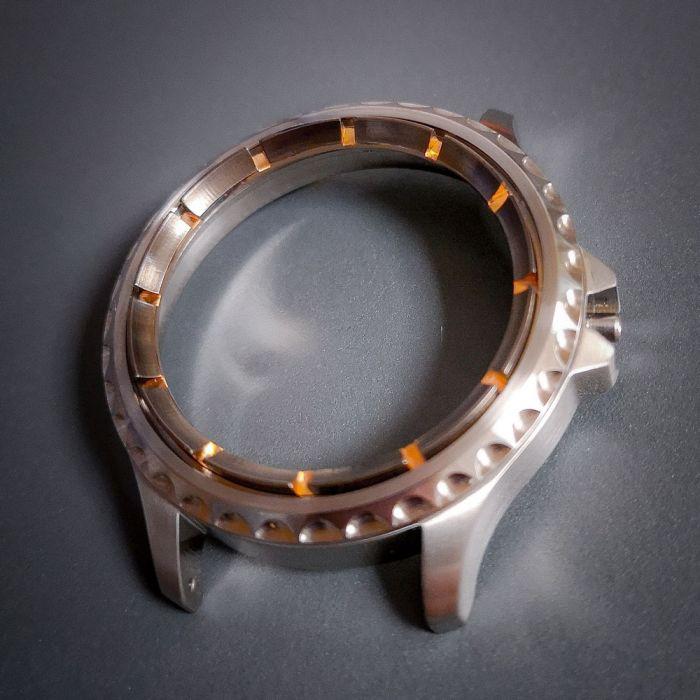 RetinaUhr2-innenlunette-schwarz-rhodiniert-rose-vergoldet-gehaeuse