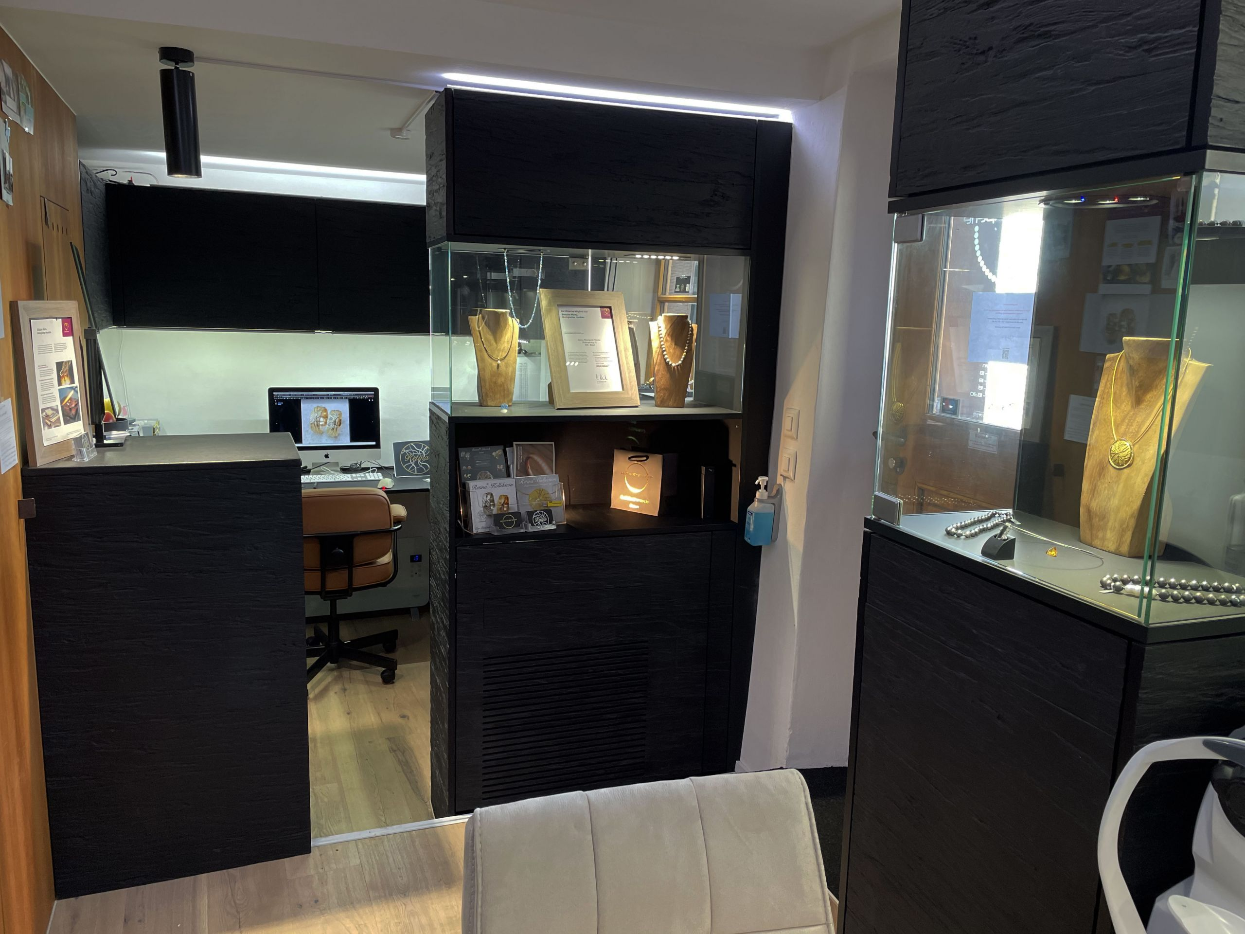 RetinaJewelry-kleine Rheinperle Ausstellungsraum-Lounge-Atelier-Eingangsbereich