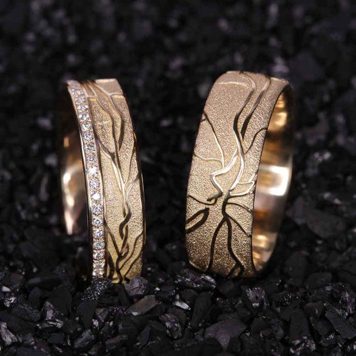 memoire-750gelbgold-einzigartig-Goldschmiede-Basel-Juwelier-nachhaltig-fairtrade-spezielle-Ringe-individuelle-designs-handgefertigt