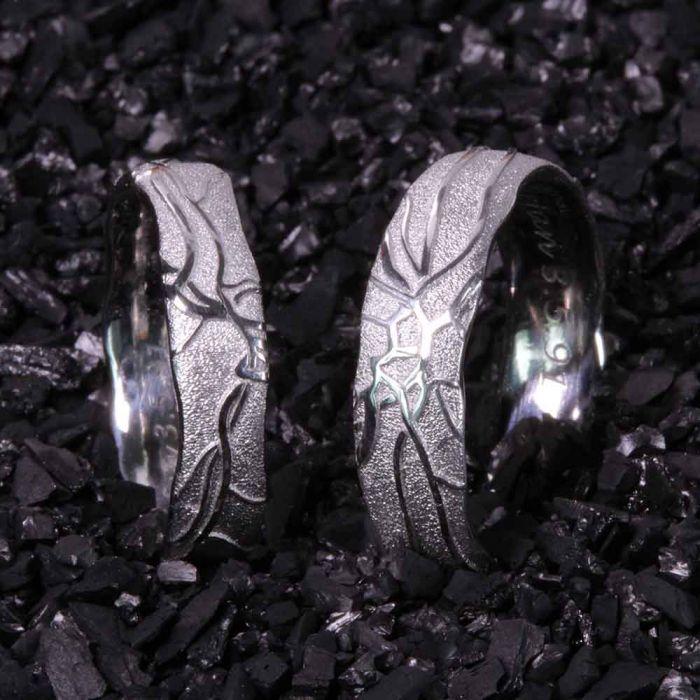 retina-platin-rand-organisch-einzigartig-Goldschmiede-Basel-Juwelier-nachhaltig-fairtrade-spezielle-Ringe-individuelle-designs-handgefertigt