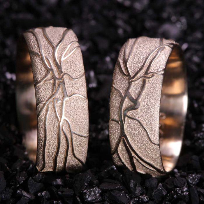 585-Gelbgold-RetinaRinge-einzigartig-Goldschmiede-Basel-Juwelier-nachhaltig-fairtrade-spezielle-Ringe-individuelle-designs-handgefertigt